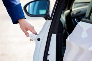 Comment entretenir les caoutchoucs de la voiture?