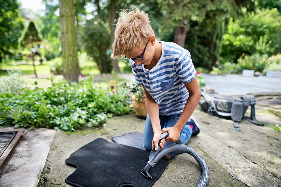 Comment nettoyer les moquettes et les tapis de voiture?