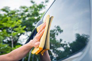 Nettoyage du pare-brise, des phares et rétroviseurs: une question de sécurité