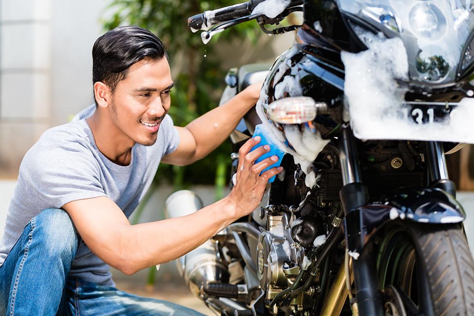 Comment laver sa moto ou son scooter?