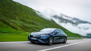 «Attention, nid-de-poule!»: comment Mercedes prévient les automobilistes des dangers de la route
